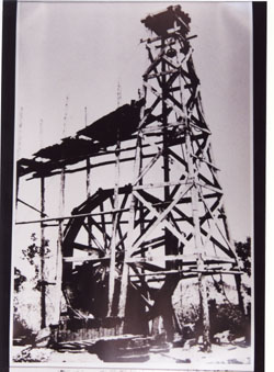 上総掘りによる北越新津油田 (資料提供 木更津市郷土博物館)