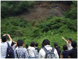 長尾峠の露頭で火山のでき方を学習